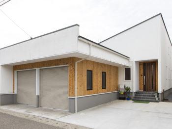無垢の木と珪藻土をふんだんに使った安らぎの家